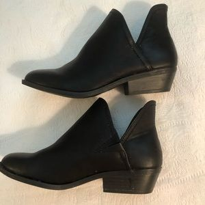 Universal Thread black ankle boots size 7